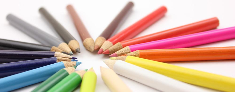 様々なカラーを表す色鉛筆